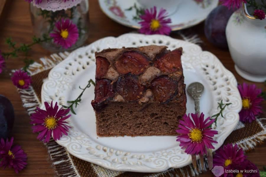 Ciasto ze śliwkami i cynamonem.