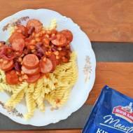 Kiełbasa w sosie pomidorowym z makaronem
