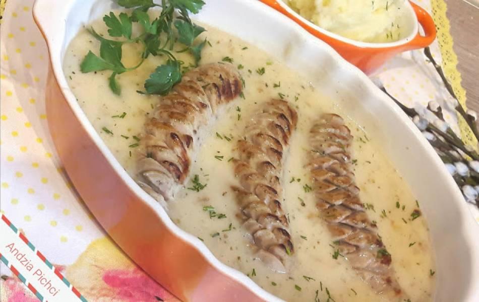 Biała kiełbasa w sosie żurkowym