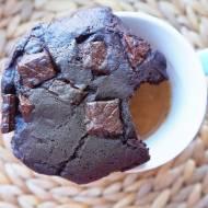 Czekoladowe ciacha z kawałkami czekolady