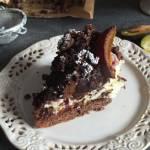 Kruche ciasto ze śliwkami i lekką budyniową pianką