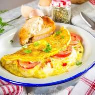 Omlet z mozzarellą i pomidorami