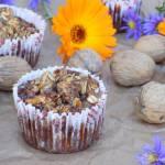 Muffinki z płatków owsianych z orzechami i bananami.