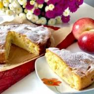 Puszyste, maślane ciasto z jabłkami
