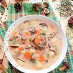 Domowa zupa grzybowa ze świeżymi podgrzybkami
