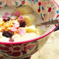 Dietetyczny mus bananowy na bazie jogurtu naturalnego z orzechami i żurawiną