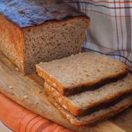 Razowy chleb pszenny z jogurtem