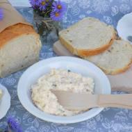 Pasta z jajek, wędliny i sera mozzarella.