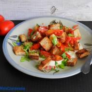 Sałatka z pomidorami i chlebem według mistrzyni z Izraela
