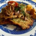 Schab na plackach ziemniaczanych z sosem kurkowym