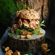 Jesienny burger z suszoną śliwką i kurkami