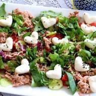 Sałatka z tuńczykiem, ogórkiem i pomidorem