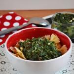 Szybki obiad: makaron ze szpinakiem, fetą i suszonymi pomidorami