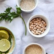 Curry dyniowe z brukselką, cukinią, quinoa, ciecierzycą i kolendrą