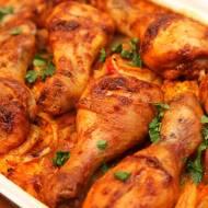 Kurczak pieczony na ryżu, który robi się sam [PRZEPIS]