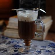 Kawa po irlandzku: przepis na pobudzającą i rozgrzewająca kawę