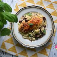 Kurczak w ziołach i papryce z kuskusem, suszonym pomidorem, żurawiną i miętą
