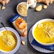 Rozgrzewający rosół z żółtkiem, imbirem i cytryną