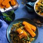 Aromatyczny pilaw z kaszy bulgur z marchewką i szpinakiem oraz paluszkami rybnymi