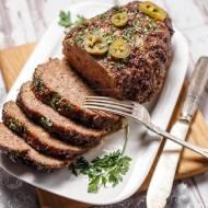 Klops wołowy z oscypkiem i jalapeño, w sosie BBQ