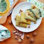 Kukurydziane naleśniki ze szpinakiem i serem pleśniowym