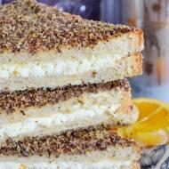 Tosty zapiekane z nadzieniem serowym w panierce z siemienia i sezamu