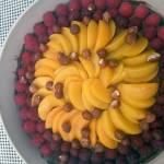 Tarta z owocami i musem czekoladowym