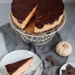 Sernik dyniowy z polewą czekoladową