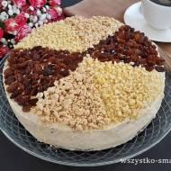 Tort czekoladowo-rumowy z kremem chałwowym i bakaliami