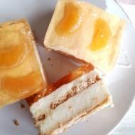 Pomarańczowe ciasto z kaszy manny na herbatnikach