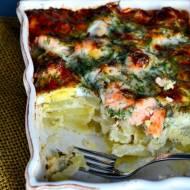Ziemniaczana zapiekanka z łososiem,jajkami w kremowym sosie.