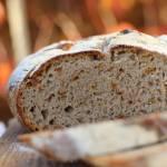 Chleb cebulowy pieczony w garnku