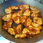 Czerwone curry z kurczakiem, ryżem i kalafiorem
