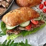 Sandwich z polędwiczką wieprzową i sosem musztardowym
