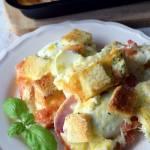 Zapiekanka tostowa z jajkami i szynką