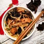 Makaron chow mein z kurczakiem i grzybami mun