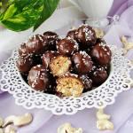 Pralinki z masła orzechowego nerkowców i mąki kokosowej