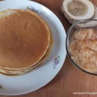 Pancakes z musem jabłkowym z dodatkiem cynamonu