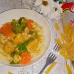 Makaron z mięsno-warzywnym sosem