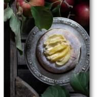 Drożdżowe bułeczki na kefirze z serem i jabłkami