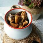 Gulasz z grzybami i śliwkami