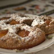 Ciasto orzechowe z brzoskwiniami