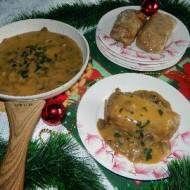 Gołąbki z ryżem i kaszą gryczaną z sosem pieczarkowym
