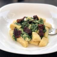 Domowe gnocchi w sosie szpinakowym z fetą