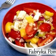 Sałatka z kuskusu perłowego, pomidorami i fetą