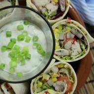 Wrapy z wędzoną makrelą z sosem ziołowym