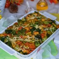 Makaronowa zapiekanka z kurczakiem, bukietem warzyw i nutą czosnku