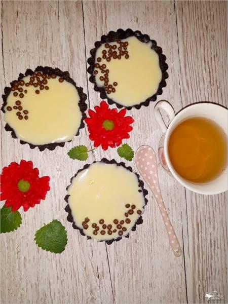 Czarne babeczki z budyniem – deser bez pieczenia