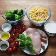 Makaron z kurczakiem i brokułem. Przepis krok po kroku.