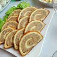 Rolada serowa z mięsem i pieczarkami
